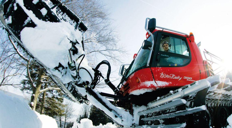 Budowa snowparków - ratrak